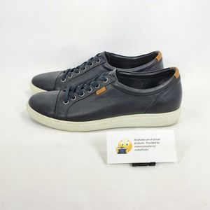 Ecco Solid Low Top Leather Walking Shoe